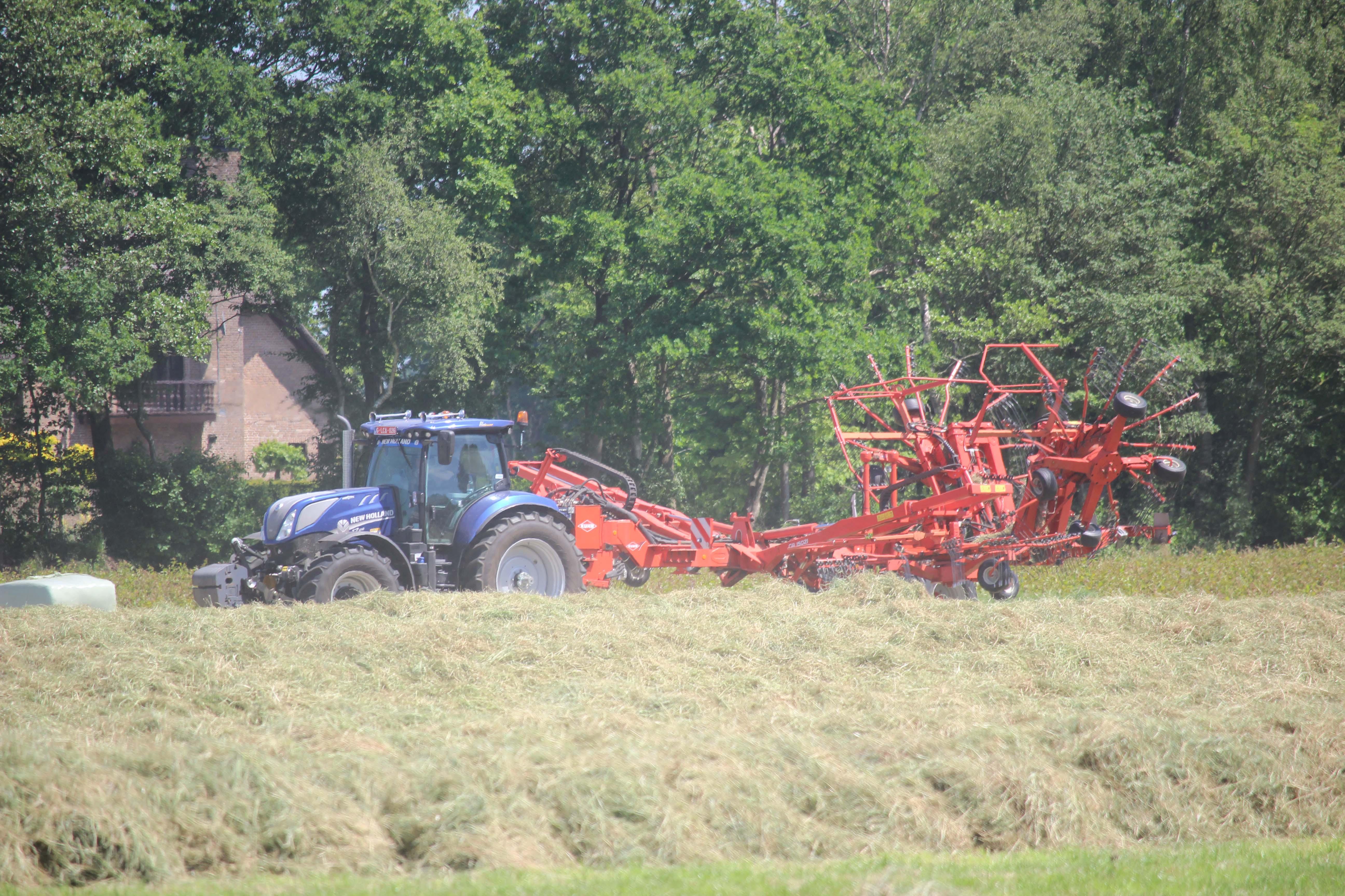 gras harken ruggen persen hakselen wikkelen aernoutstax belgie